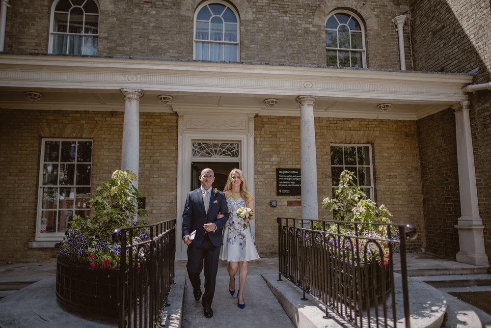 Karina-and-Gareth-wedding-basingstoke-register-office-manu-mendoza-wedding-photography-hampshire-109.jpg