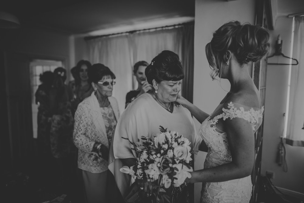 Tiffany-and-Paul-Secret-Wedding-at-home-Reading-Manu-Mendoza-Wedding-Photography-176.jpg