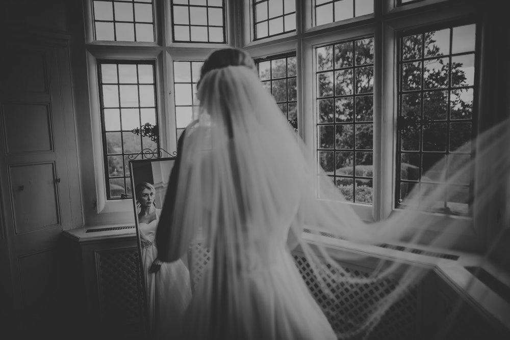 Hannah-and-James-Wedding-Danesfield-Place-Buckinghamshire-Manu-Mendoza-Wedding-Photography-112.jpg