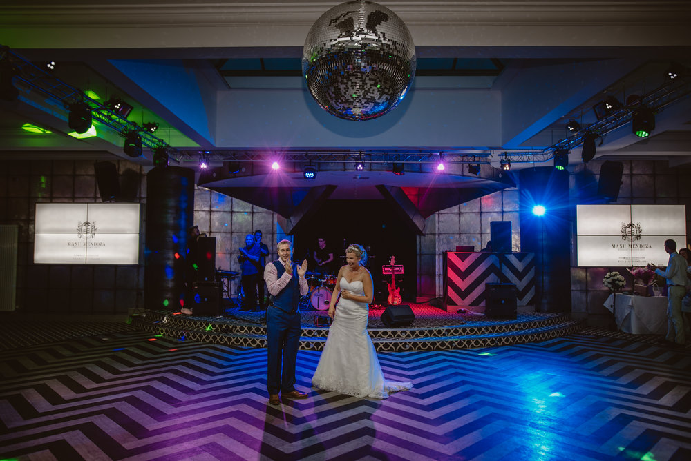 Chantelle-and-Stephen-Old-Thorns-Hotel-Wedding-Liphook-Manu-Mendoza-Wedding-Photography-553.jpg