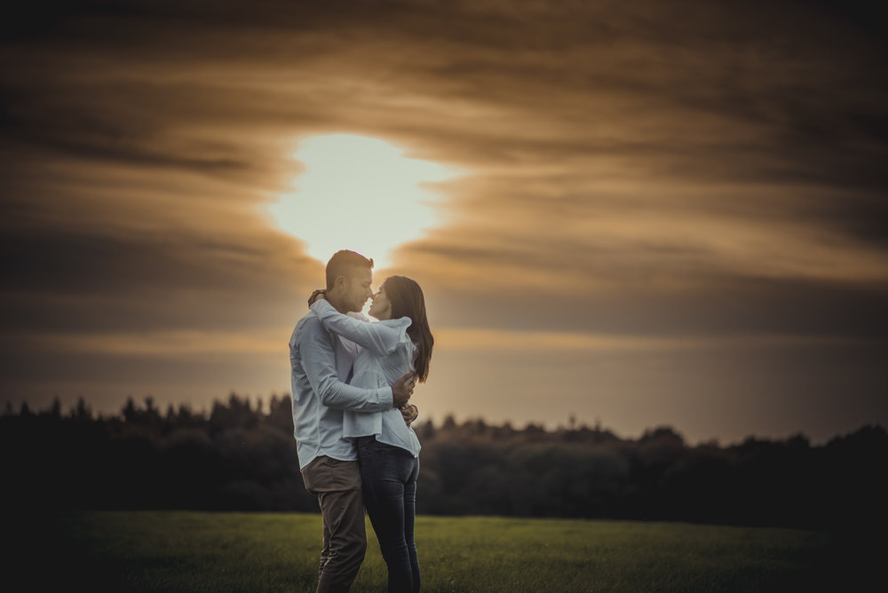 Emma-and-Jon-engagement-session-Fair-Oak-Manu-Mendoza-Wedding-Photography-037.jpg