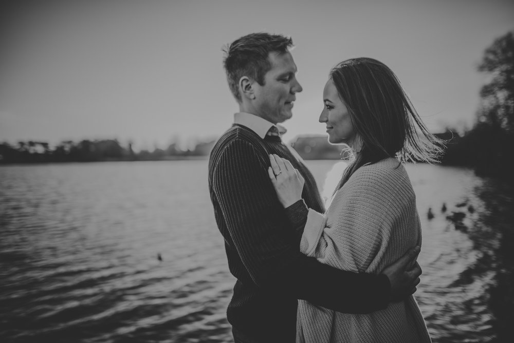 Caroline-Mark-Engagement-Session-Fleet-Pond-Hampshire-Manu-Mendoza-Wedding-Photography-076.jpg