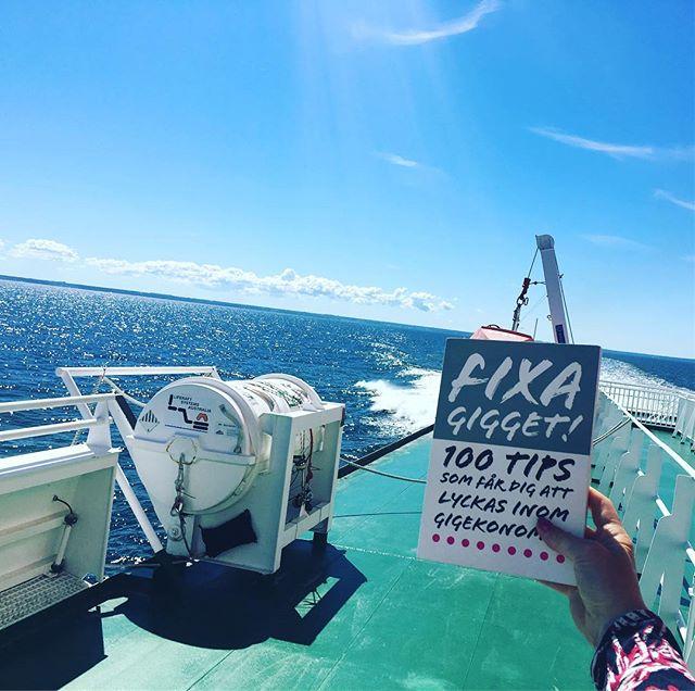 """""""Boken säger hej, och tack för mig. Härnest så ses vi på releasefest"""" #fixagigget #gigeconomy #noxconsulting #almedalen 💃🏼🥂💃🏼🥂"""