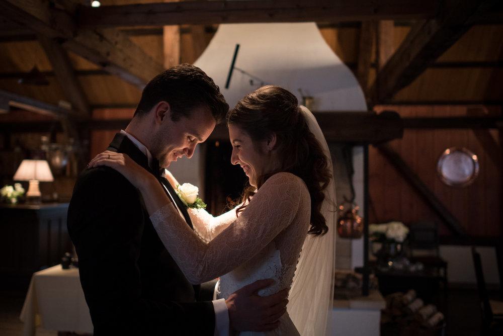 Så var tiden inne for det rørende øyeblikket når paret ser hverandre for første gang, jeg tror ikke de engang merket at vi var i rommet :-)