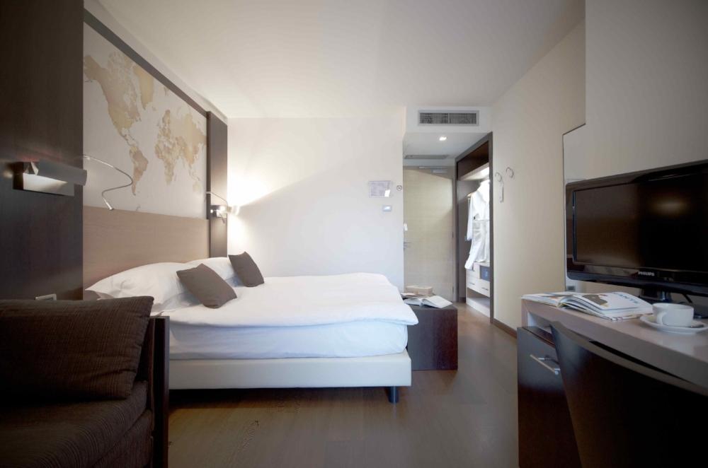 map room|hotel luise riva del garda 01