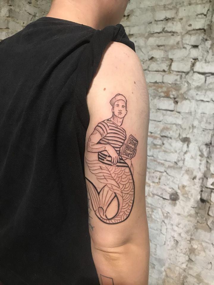 fioniverse-gil-queertattooer-merperson-tattoo.jpg