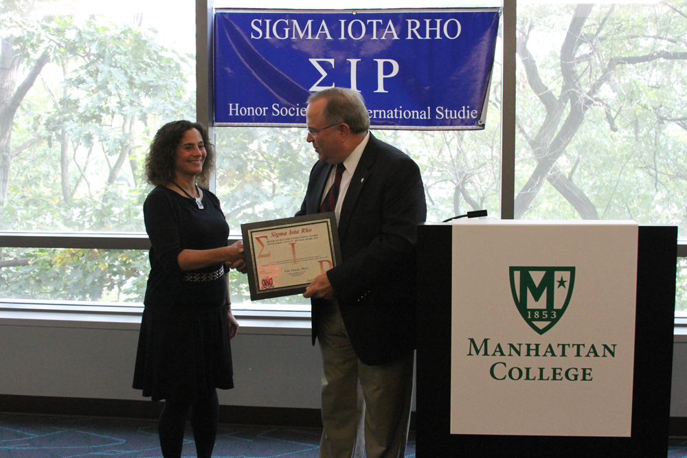 Dr. Pamela Chasek accepting the Faculty Advisor Award