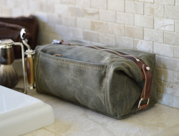 expandable-toiletry-dopp-kit-olive-green-011_grande.jpg