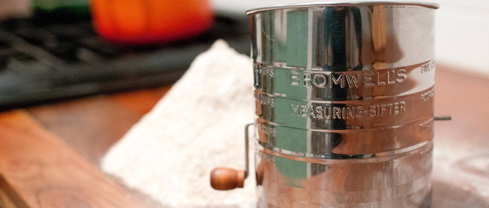 all-american-flour-sifter_2_1.jpg