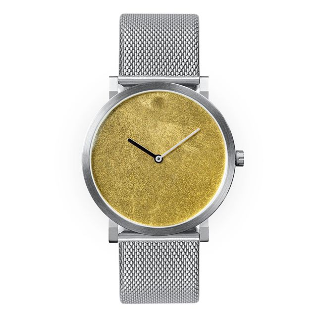 SILK with gold leaf face and milanese stainless steel strap. Super flat high end quartz watch. Pre-order in march & april with a substantial discount. #quartz #watch #flatwatch #quartzmovement #rondamovement #swissmade #dutchdesign #watchesofinstagram #watches