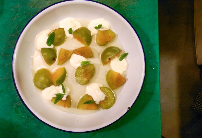 Greengages, c rème fraîche, bramley apple
