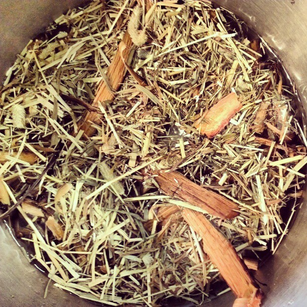 Whisky barrel and hay in the pressure cooker