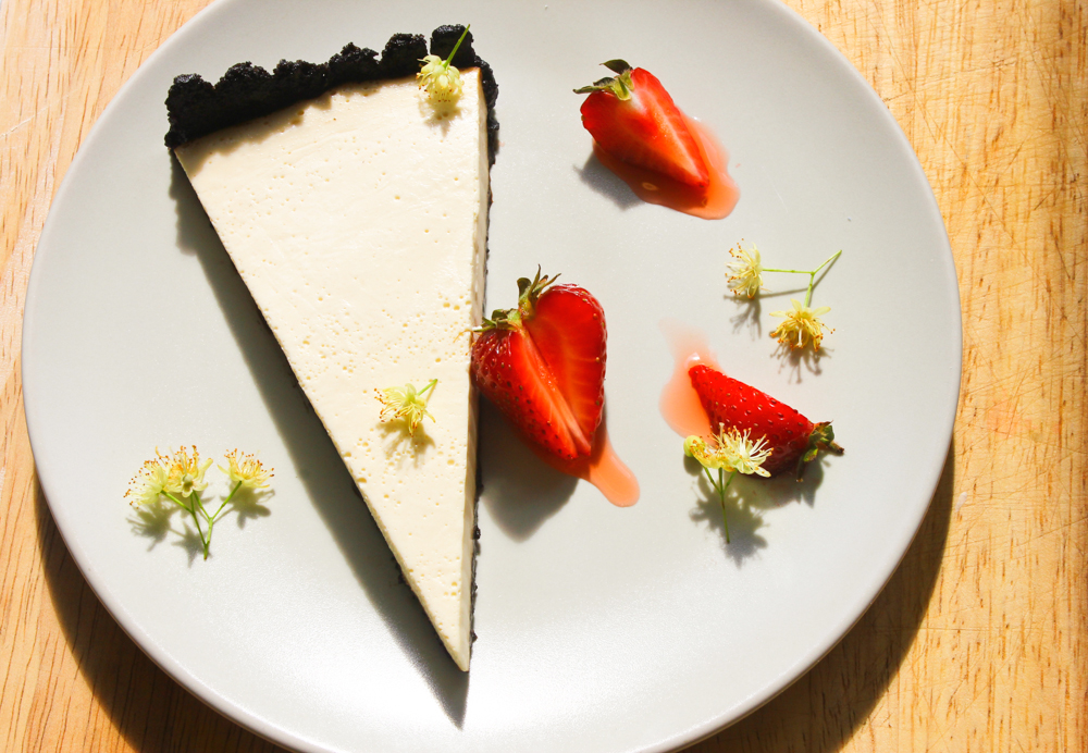 Hay and malt tart, strawberries, lime blossom