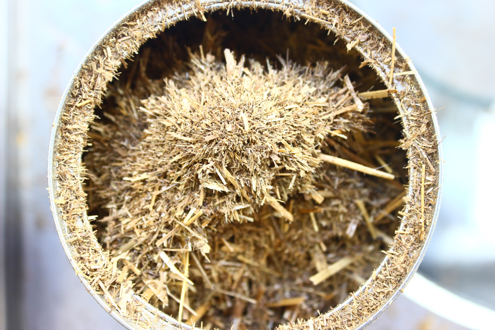 Ground roasted hay