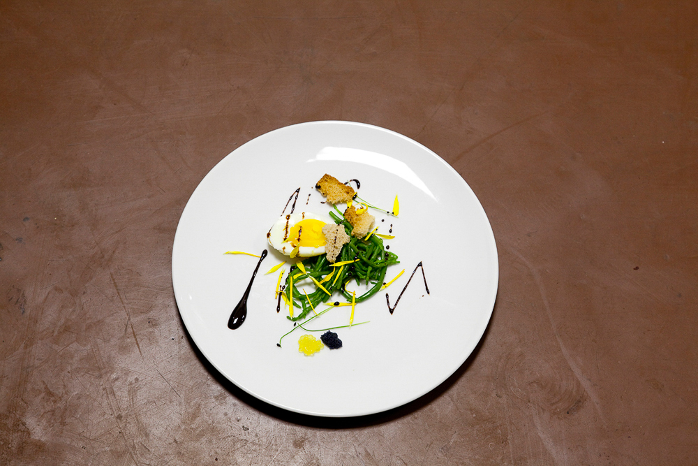 Poached egg, caviar, samphire, chrysanthemum, balsamic, Berlin 2011