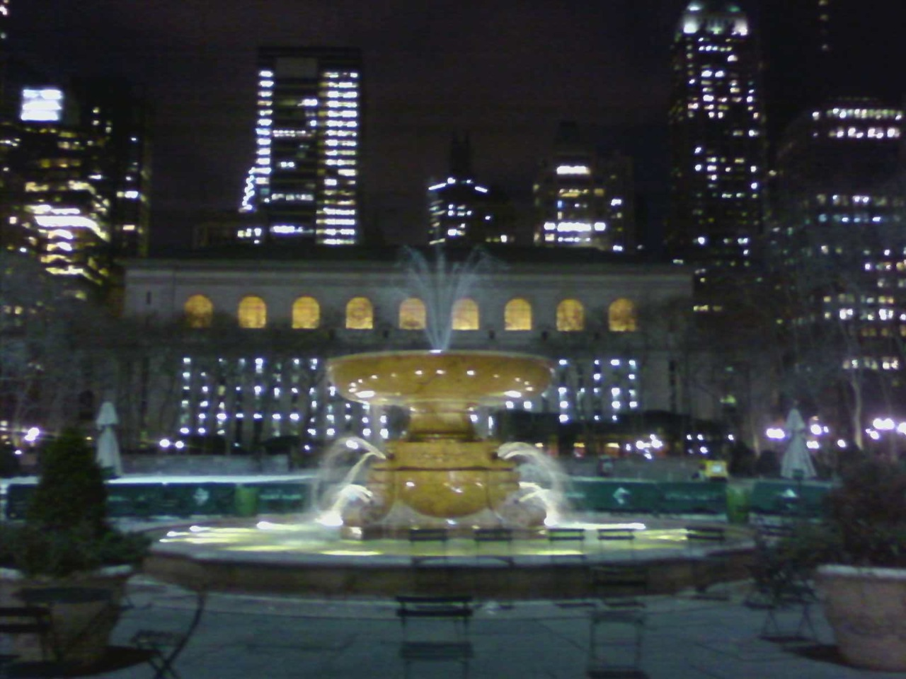Goodbye Bryant Park Ice Skating rink, hello fountain! I'm starting to see more signs of Spring around the city and couldn't be more excited!