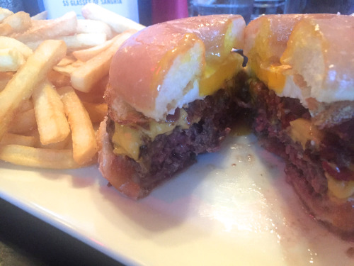Anna Osgoodby NYC Living :: Burger Bistro's Donut Burger