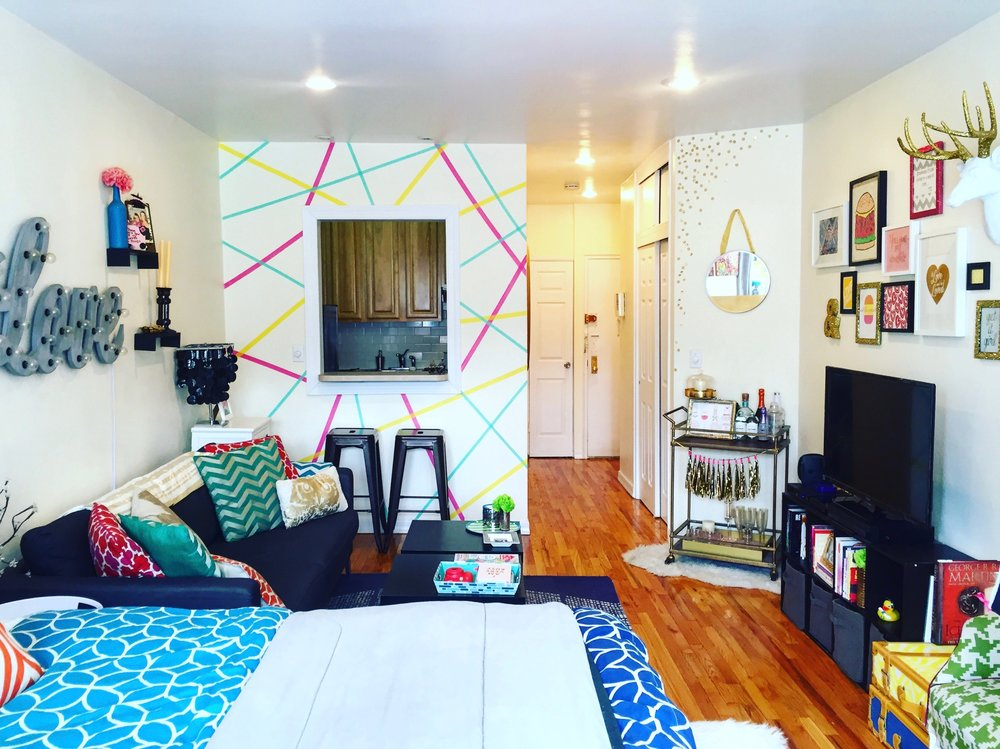 Anna Osgoodby Life + Design : Colorful NYC Studio Apartment Tour