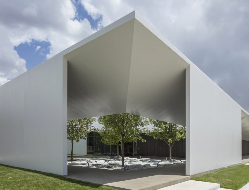 menil-drawing-institute-johnston-marklee-architecture-houston-texas-usa_dezeen_2364_col_1-852x652.jpg