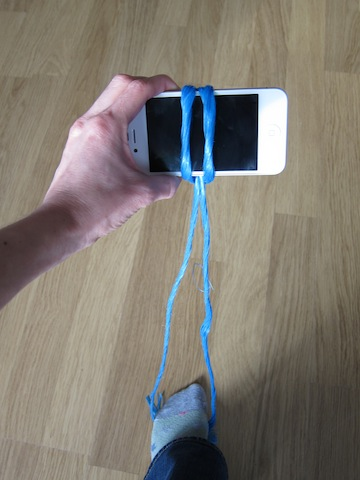 Stabilise your smartphone using your feet to taughten the string