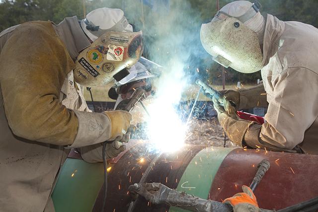 2 guys welding.jpg