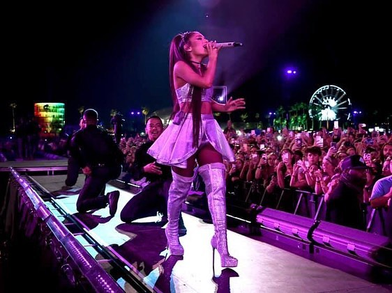 @arianagrande nailed her debut @coachella headlining performance, closing out both weekends of the desert festival. We provided her runway & orchestra risers at the #CoachellaStage for the #ThankUNext pop icon 🎶💃🏻 // 📸: @gettyentertainment's #KevinMazur & @calder