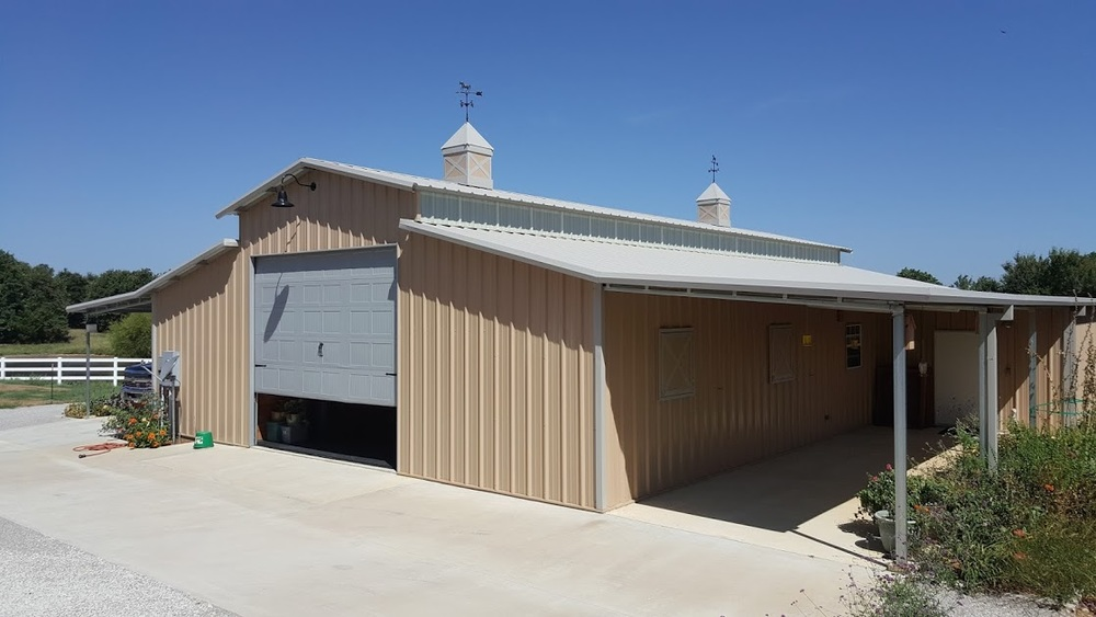 June's Raised Center Aisle Horse Barn with Living Quarters