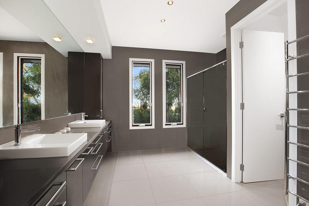 Barooga_Drive_23_Wonga_Park_3115_(Bathroom).jpg