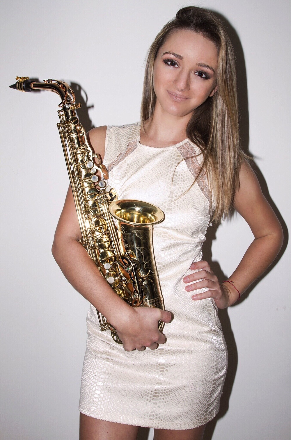 Girl sax player Mandy Faddis in LA