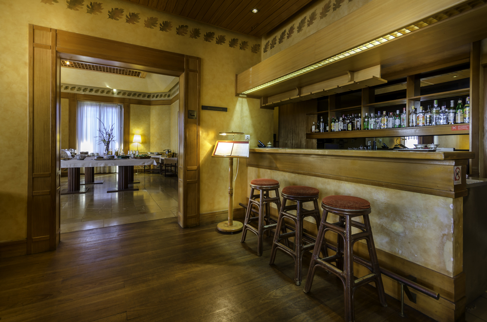 bar (2).jpg