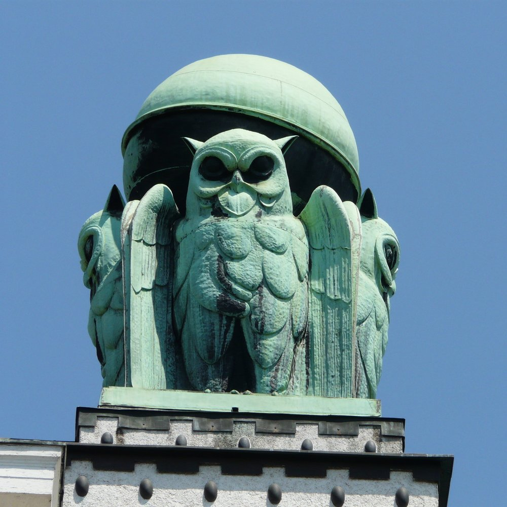 Owls atop the Croatian State Archives (formerly the National & University Library).