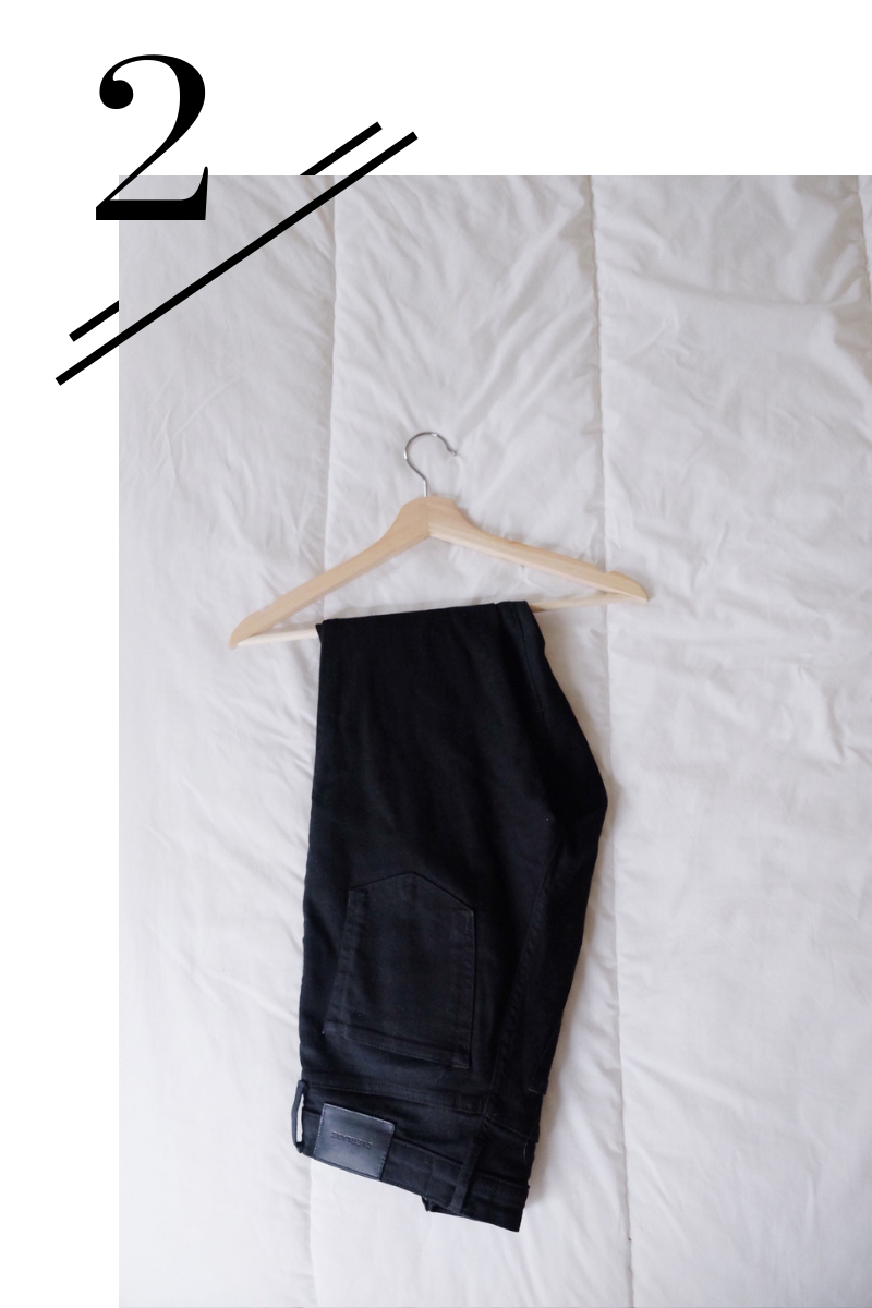 Black Skinny Jeans - Stretchy to allow for tasty Thanksgiving indulgence and super flattering with a high waist.(Find them here.)