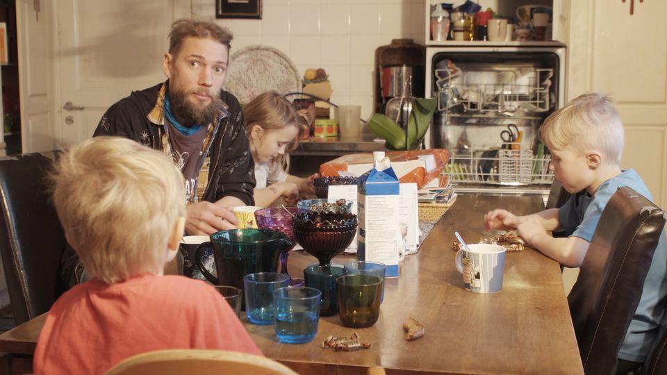 Юха с децата си.