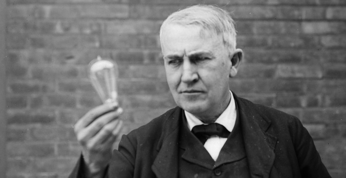 thomas-edison-vs-nikola-tesla-war-of-currents-.png