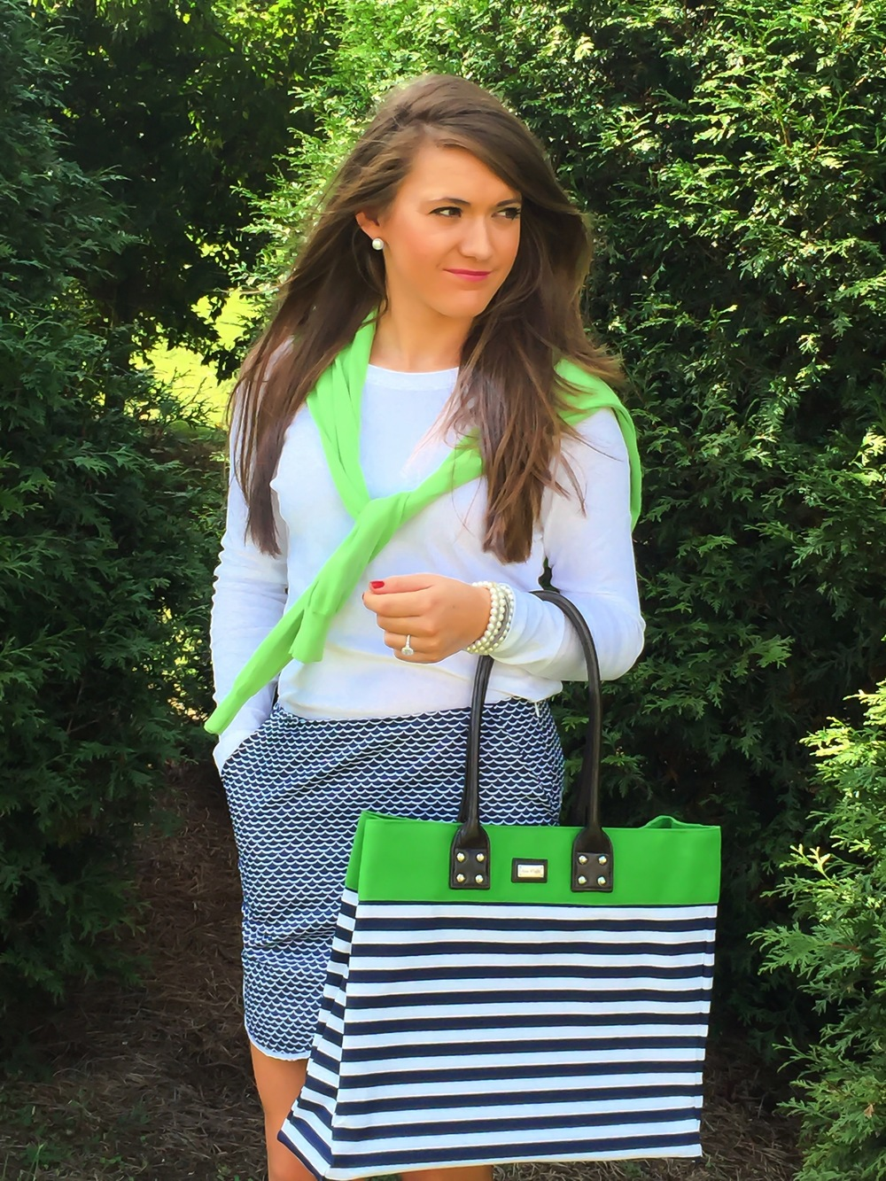 Ame and Lulu Shopper Tote in Piper, paired with Newport Skort and bright green cardigan.