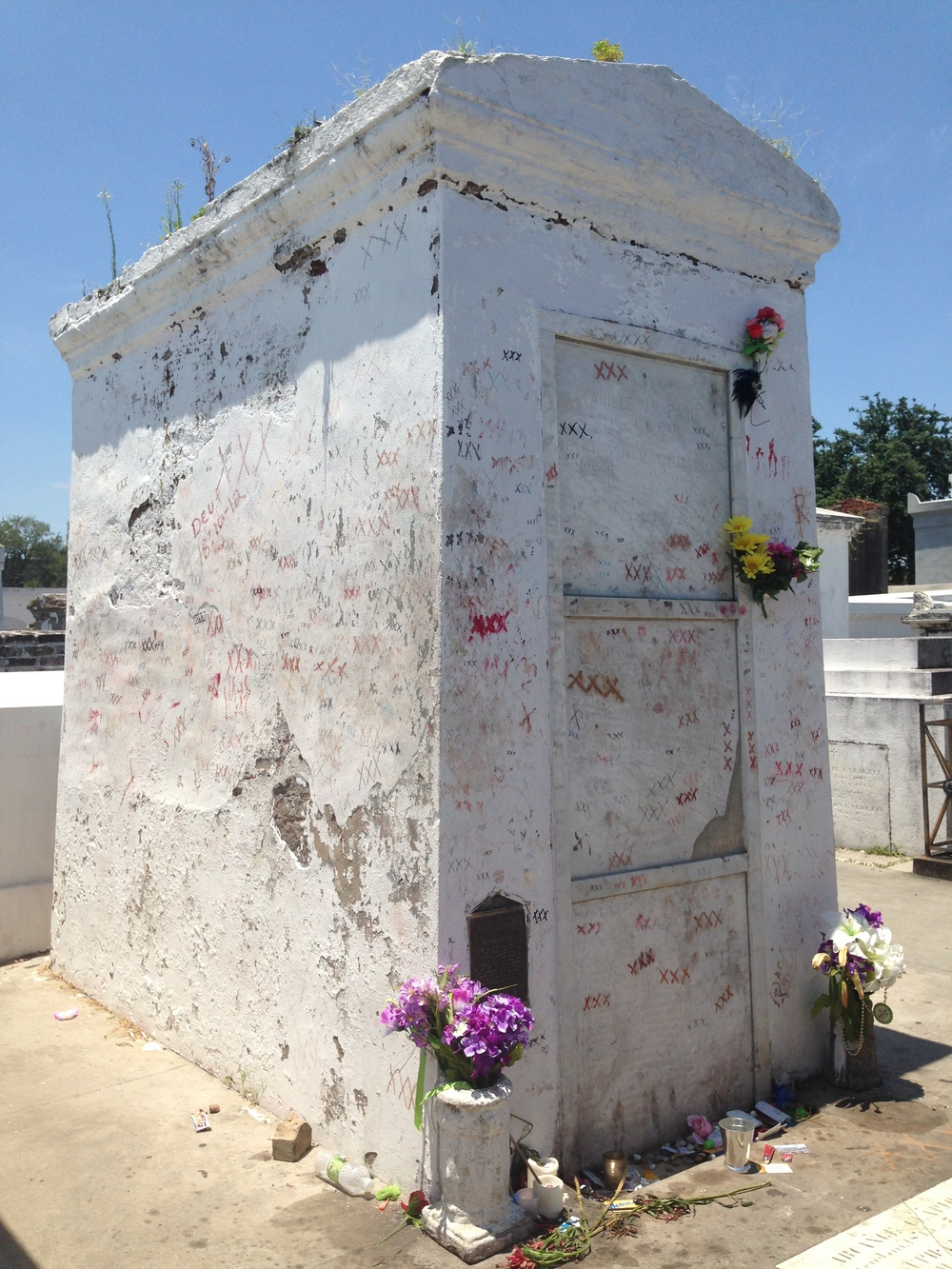 Marie Laveau tomb prior to renovation in Nov 2014