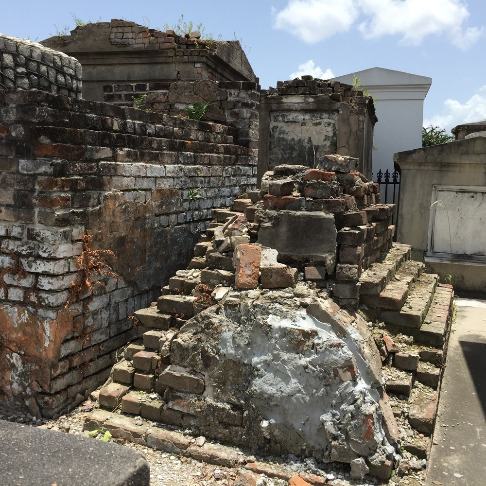 St. Louis #1- barrel vault tomb construction