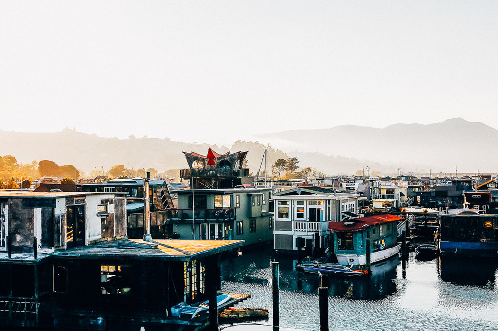 A San Francisco Houseboat - BY ALEXXA GOTTHARDT