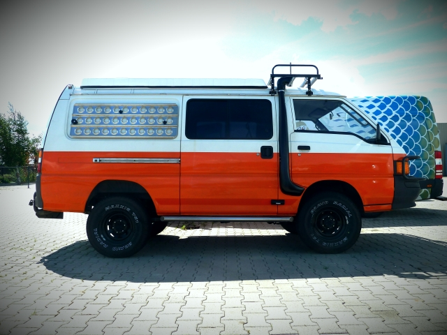 A Delica turned into an expedition vehicle by handy DIY-er Mitsu. He kept a log of his build progress in this forum thread. It is in dutch, but the pictures speak in any language.