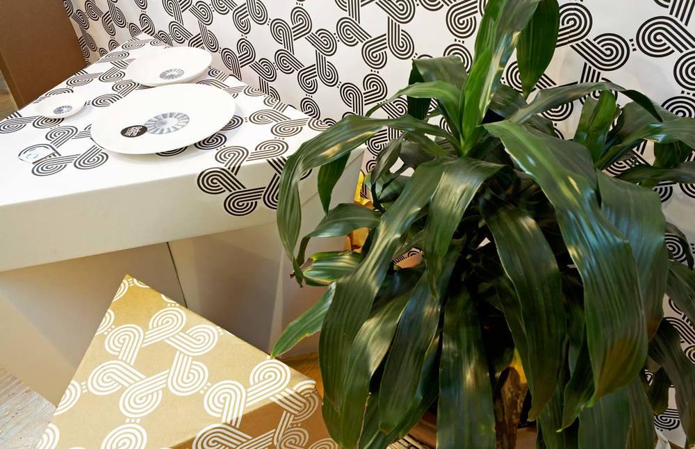 Paper-Tiger-DMT_tablechair-01.jpg