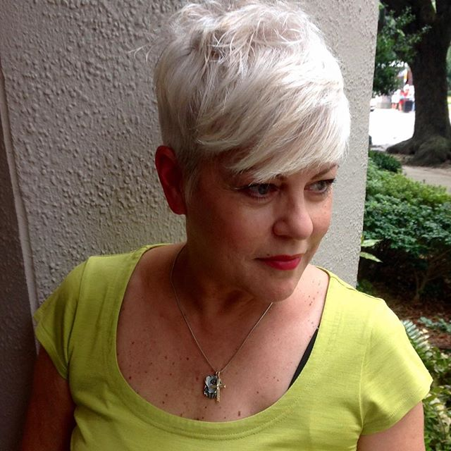 True style is timeless.  This chrome-hued pixie cut is proof that embracing trends has nothing to do with when you were born and everything to do with the confidence to ROCK it!😎 #DanaerysBlonde #shorthairdontcare #edgypixie