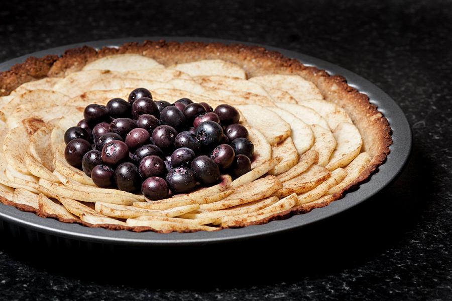 Paleo apple and blueberries tart | Lau Sunday cooks