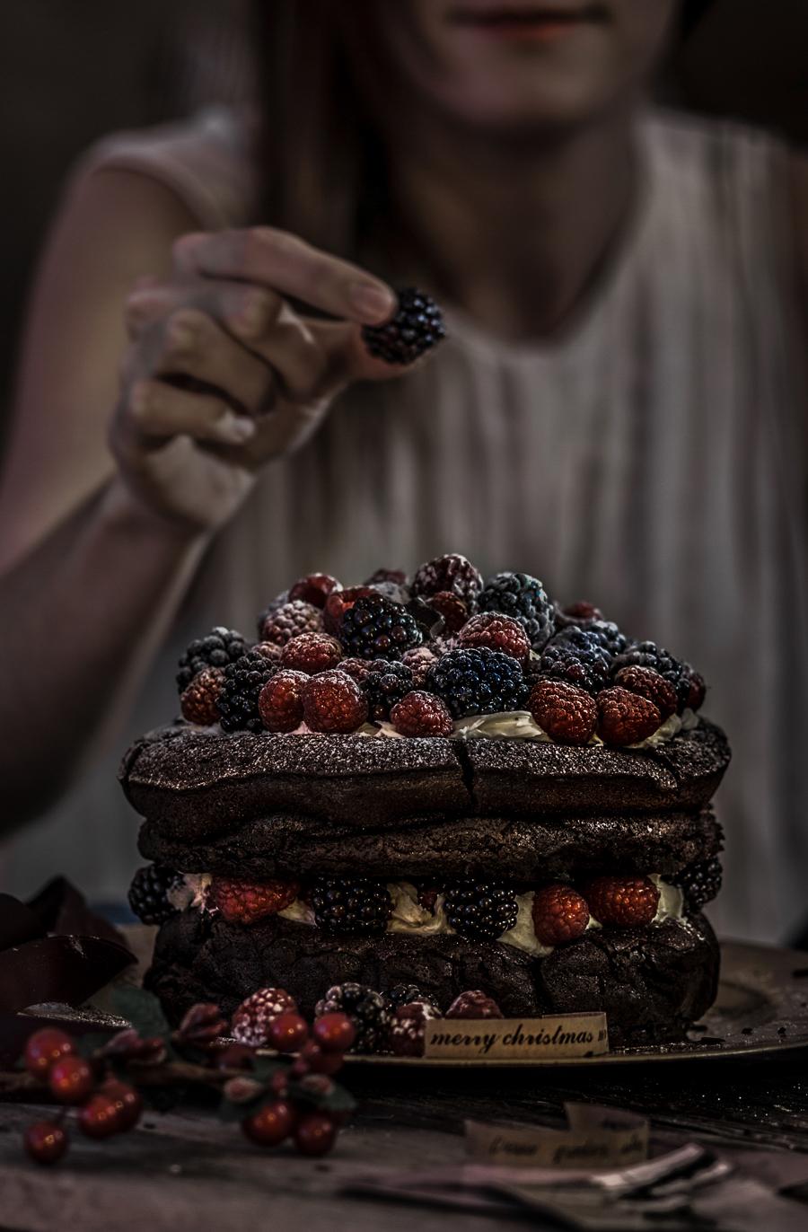 Christmas chocolate berries cake   Lau Sunday cooks