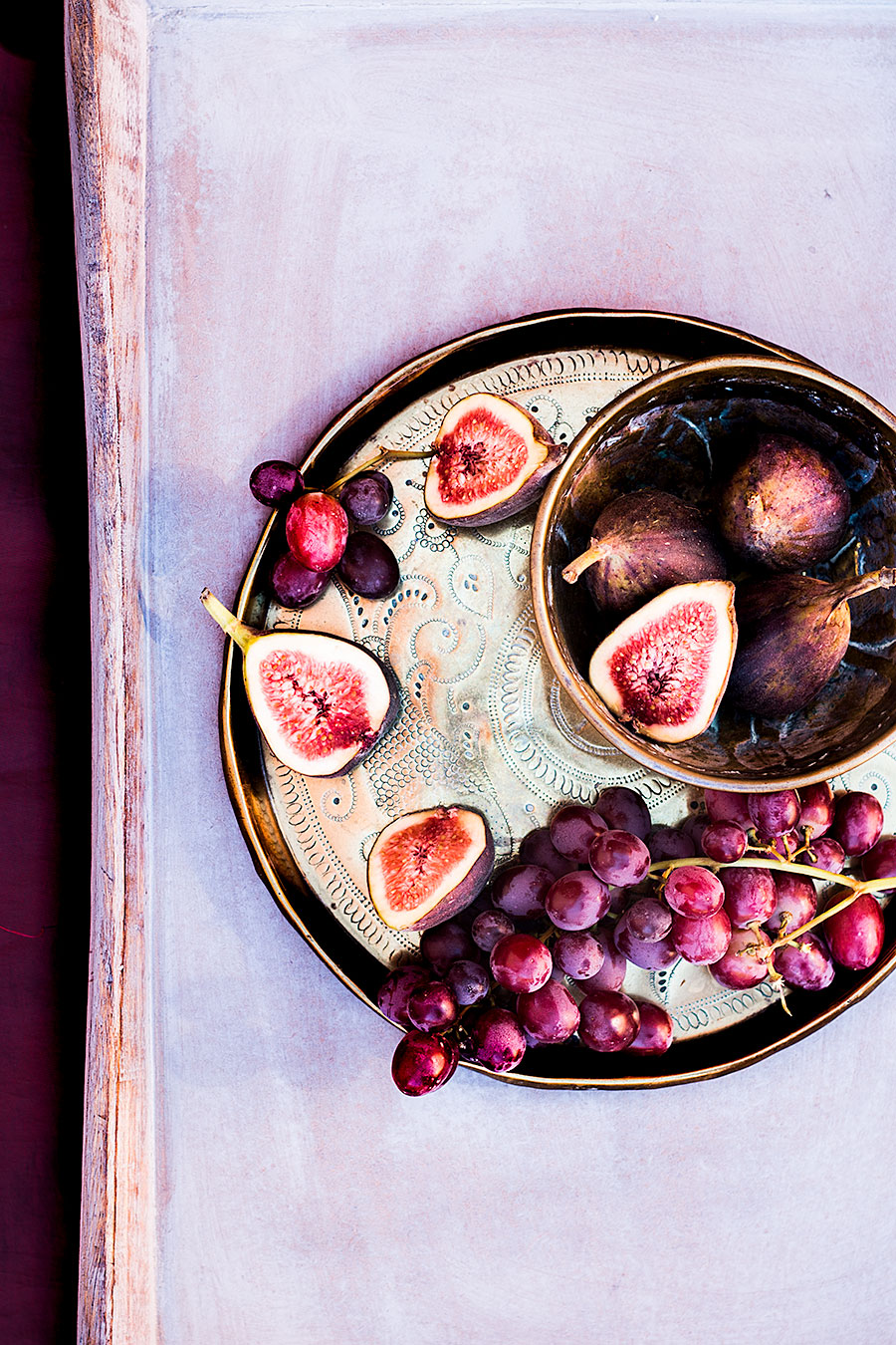Figs and grapes by Laura Domingo