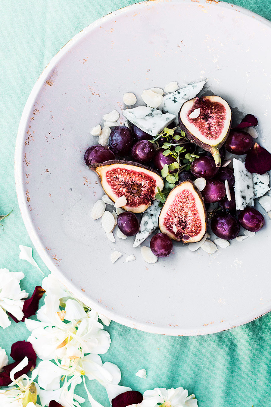 Raw fig, blue cheese, grapes salad | Laura Domingo