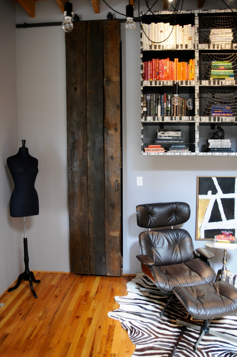 Access to the closet via a custom barn door. The height of the loft requires attention to scale and proportion so that the volume of the home does not detract from its comfort.