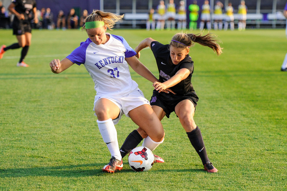University of Washington Women's Soccer Midfielder Kate Bennett Challenging University of Kentucky Wildcats Player