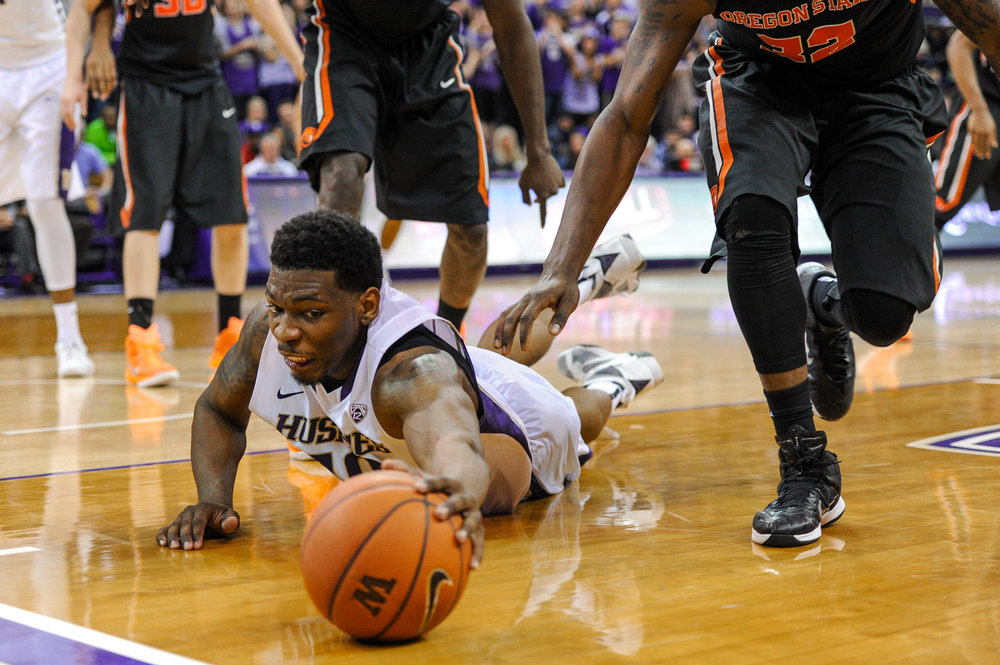 University of Washington Huskies Men's Basketball Forward Shawn Kemp Jr. Dives during game against Oregon State University Beavers