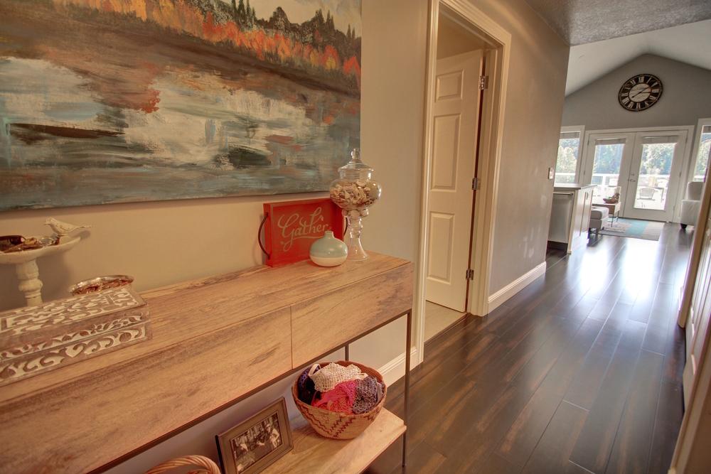 hallway-upstairs.jpg