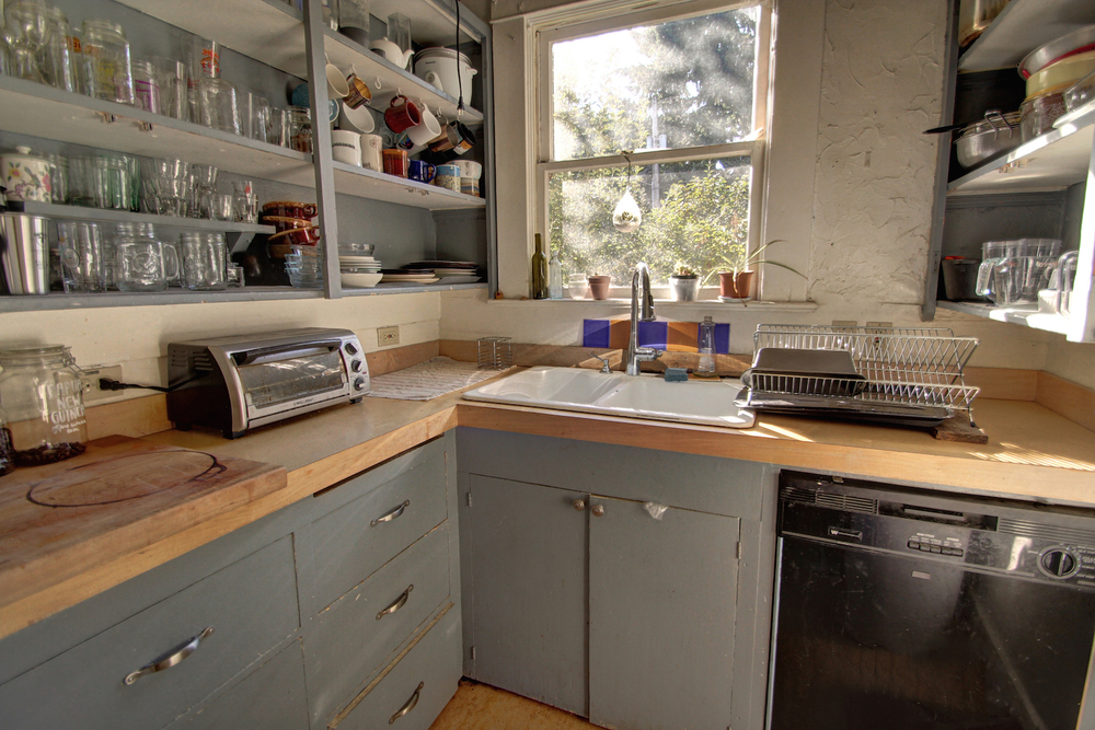 side-kitchen-area.jpg